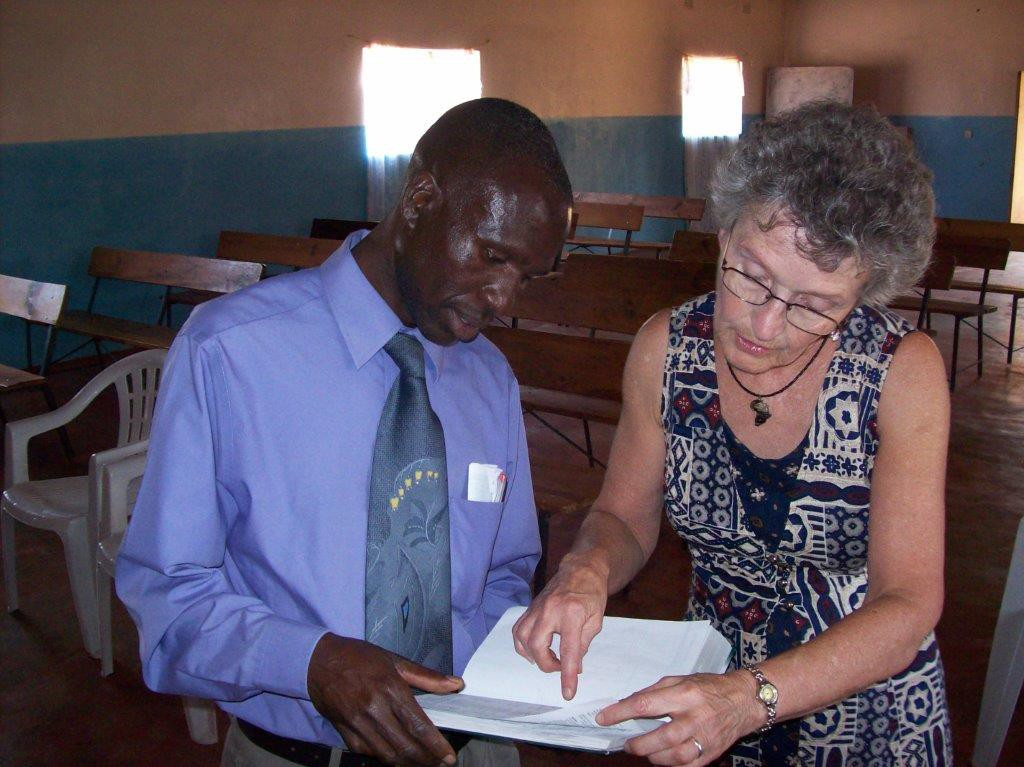 Bonnie Cain explains LASB features to a Zambian pastor.