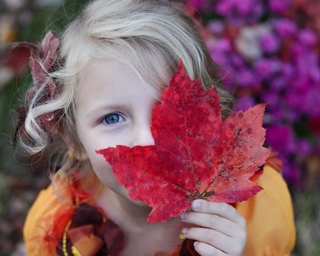 Girl with leaf-min